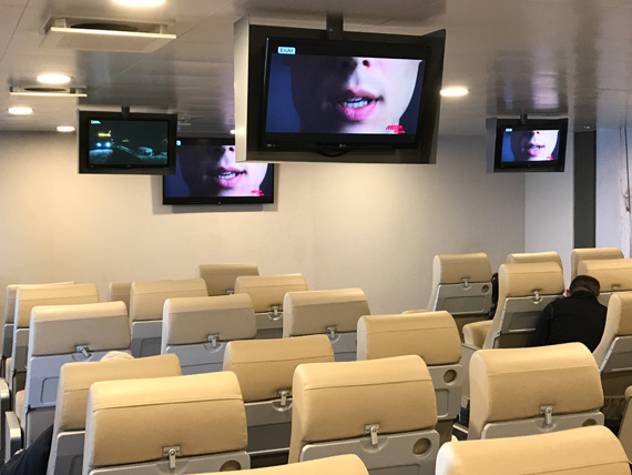 Plasma TV aeroporikou tipou saloni