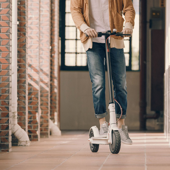 XIAOMI-365-electric-scooter-lifestyle-2