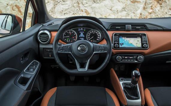 Nissan-Micra-2017-dashboard