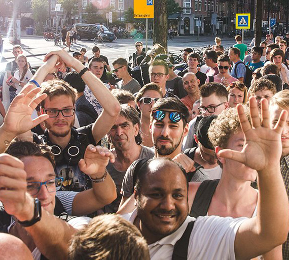 OnePlus 5T people live stream