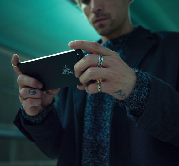 Razer Phone gaming revealed