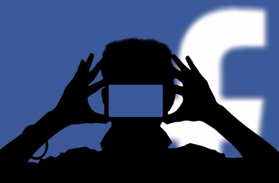 Facebook: Σβήνει πρόχειρα βίντεο που αποθήκευσε κατά λάθος