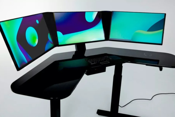 Αυτό το smart desk έχει τρεις οθόνες, κοστίζει $3.999 και υπόσχεται να καλύψει τις ανάγκες του σύγχρονου γραφείου