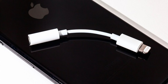 Lightning-to-headphone-jack-adapter