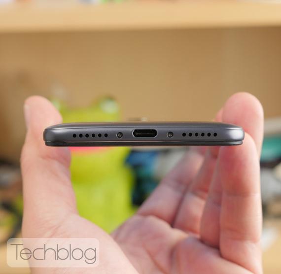 Xiaomi-Pocophone-F1-Techblog-hands-on-5