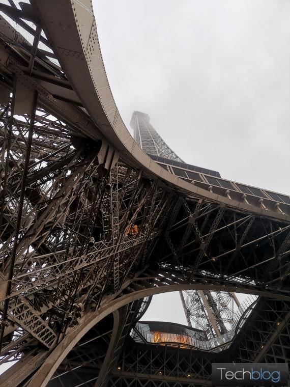 Honor View20 Eiffel Tower me vathos pedioy 570px