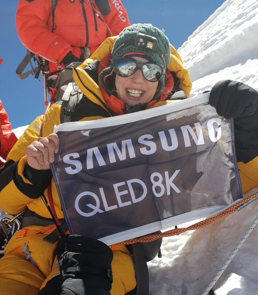 Η Samsung QLED 8K στην Κορυφή των 8 χιλιάδων μέτρων