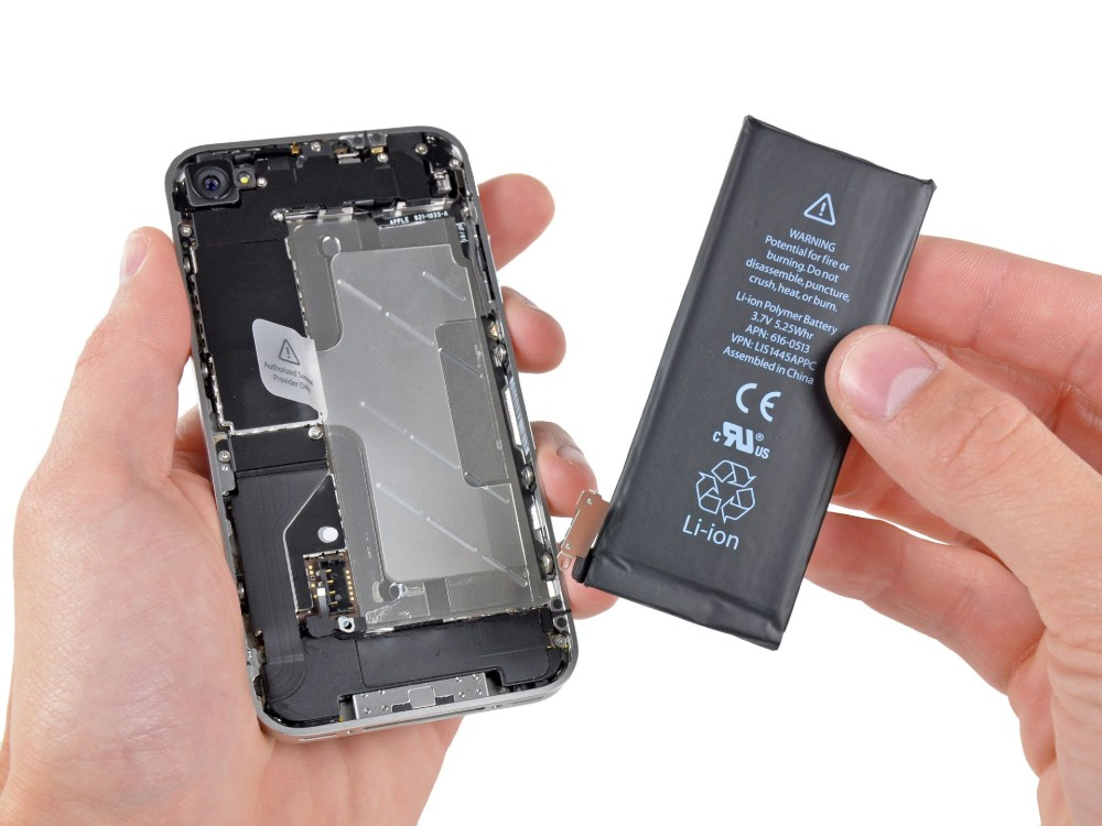 H Apple θέλει να βάλει μεγαλύτερες μπαταρίες στα μοντέλα της