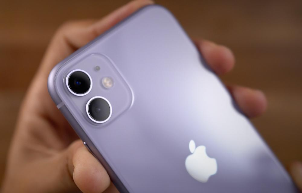 iPhone SE 2 boost iPhone and iPhone 11 Sales