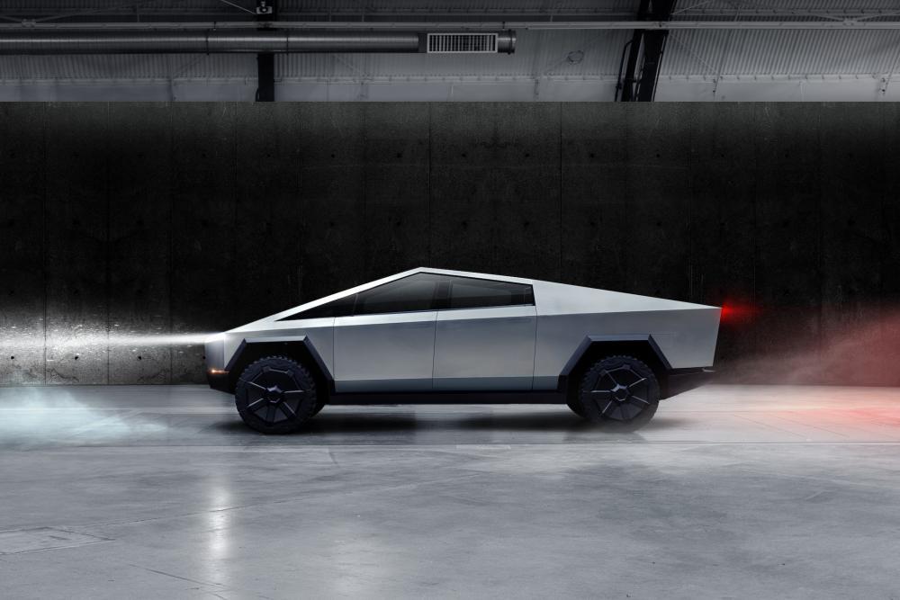 Tesla Cybertruck: Με αυτονομία 800 χιλιόμετρα και τιμή από 39.000 δολάρια