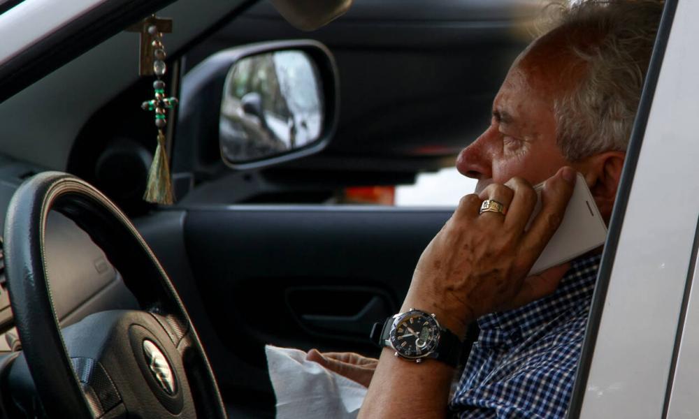 Οι Ευρωπαίοι οδηγοί κινδυνεύουν όλο και περισσότερο εξαιτίας των συνδεδεμένων συσκευών