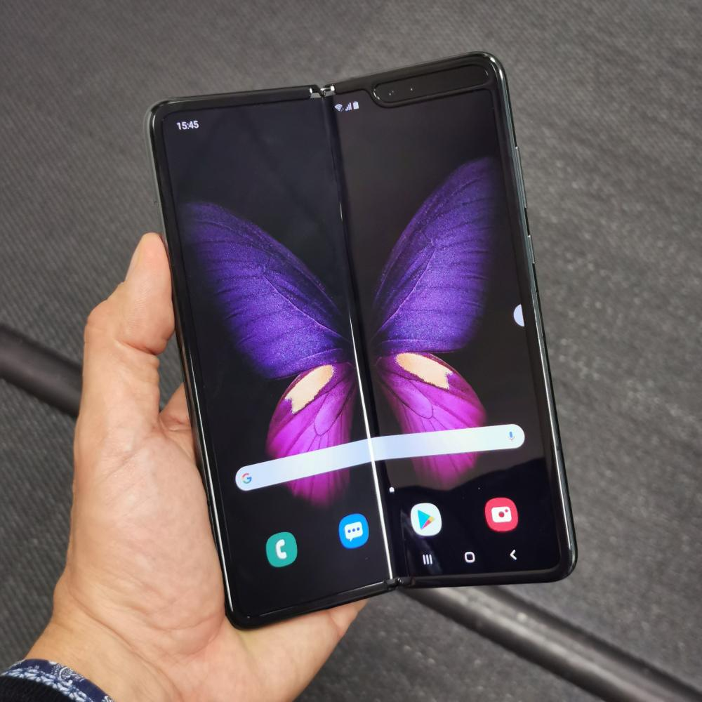 Samsung Galaxy Fold ελληνικό unboxing και hands-on video review
