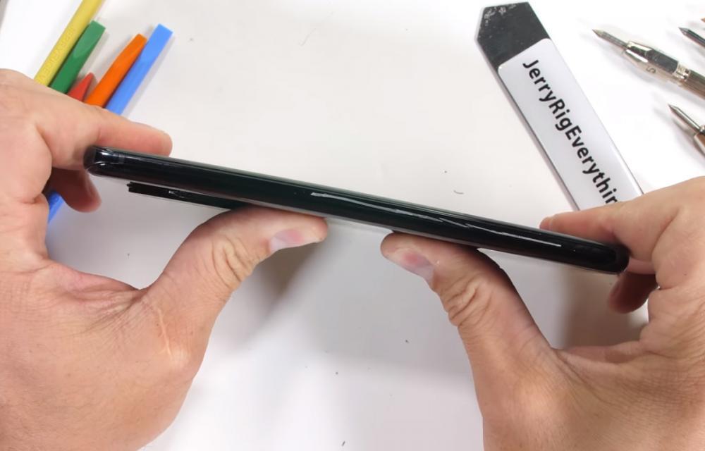 Samsung Galaxy S20 Ultra JerryRigEverything Durability Test