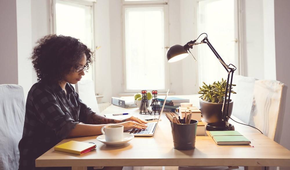 7 συμβουλές για να εργαστείτε άνετα από το σπίτι σας την εποχή του κορονοϊού
