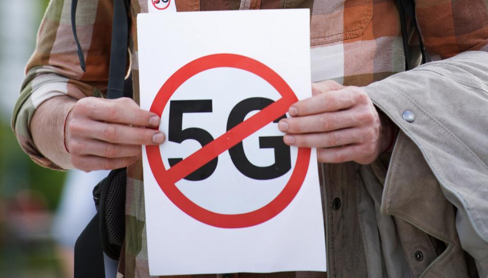 YouTube: Αφαιρεί βίντεο με θεωρίες που συσχετίζουν 5G με κορονοϊό
