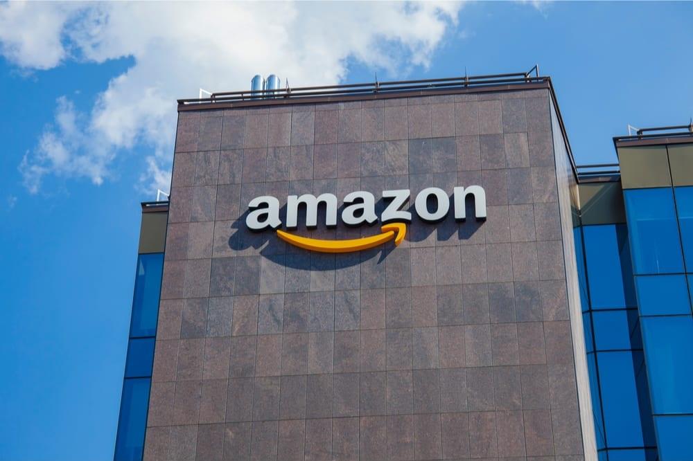 Ψεύτικοι social media λογαριασμοί προς υπεράσπιση... Amazon
