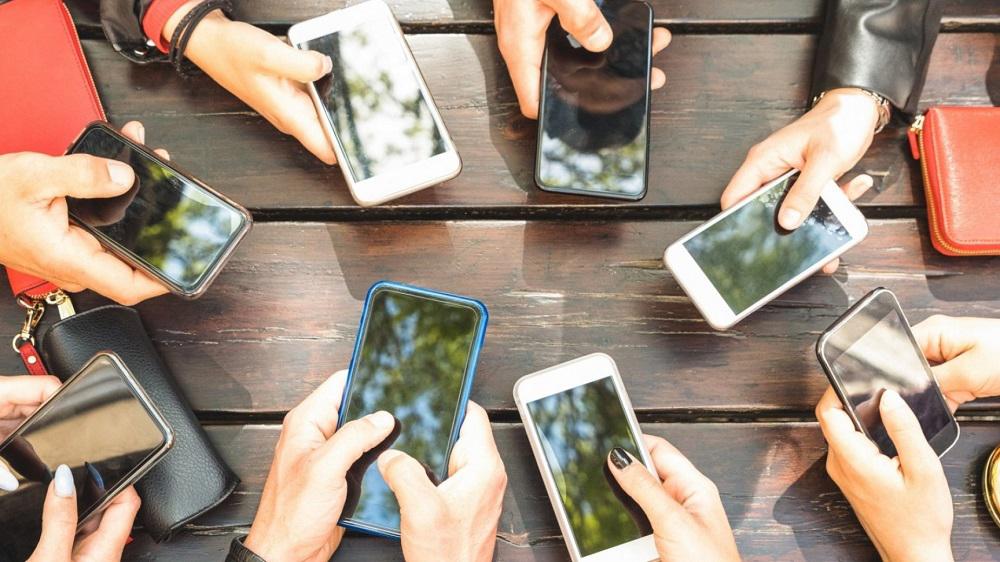 Αύξηση στη χρήση, μείωση στα έσοδα είδαν οι πάροχοι κινητής τηλεφωνίας