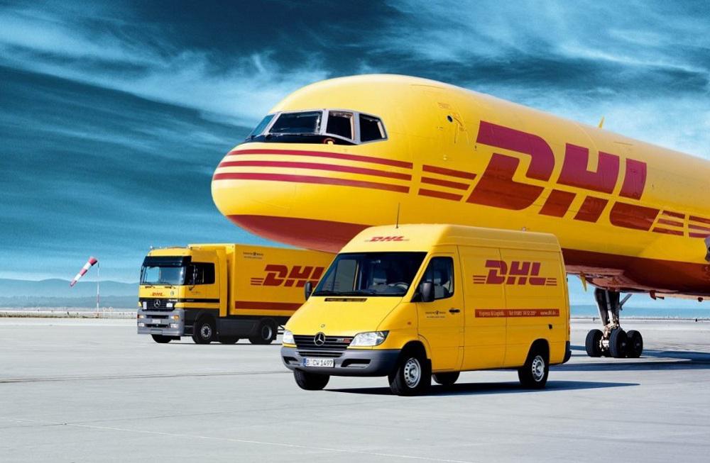 Η DHL σταματάει τις αποστολές σε Αγγλία και Ιρλανδία