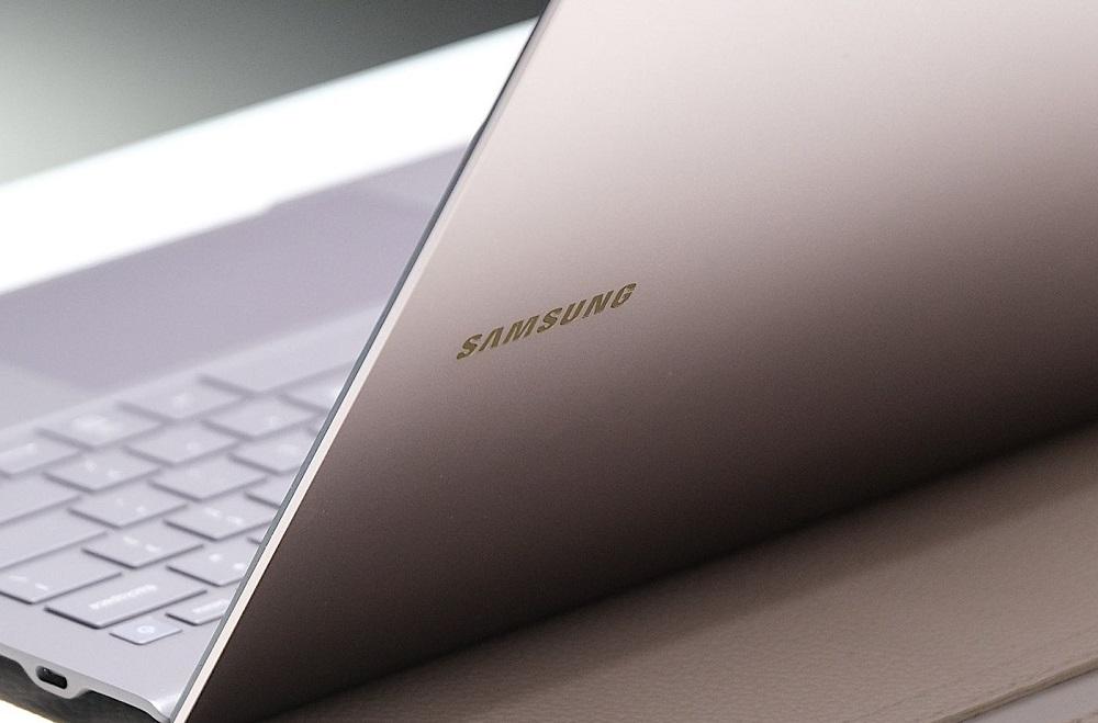 Η Samsung ξεκινά τη μαζική παραγωγή OLED panel 90Hz για laptop