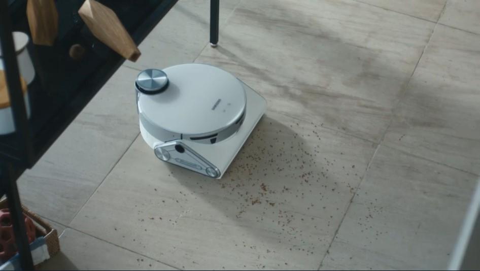Η JetBot 90 AI + είναι μία ρομποτική σκούπα Roomba-esque εξοπλισμένη με LIDAR