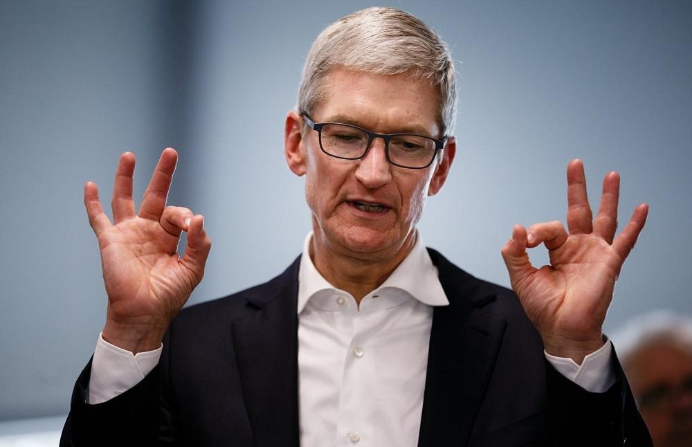 Ο ετήσιος μισθός του CEO της Apple, Tim Cook, φτάνει τα 14.8 εκατ. δολάρια