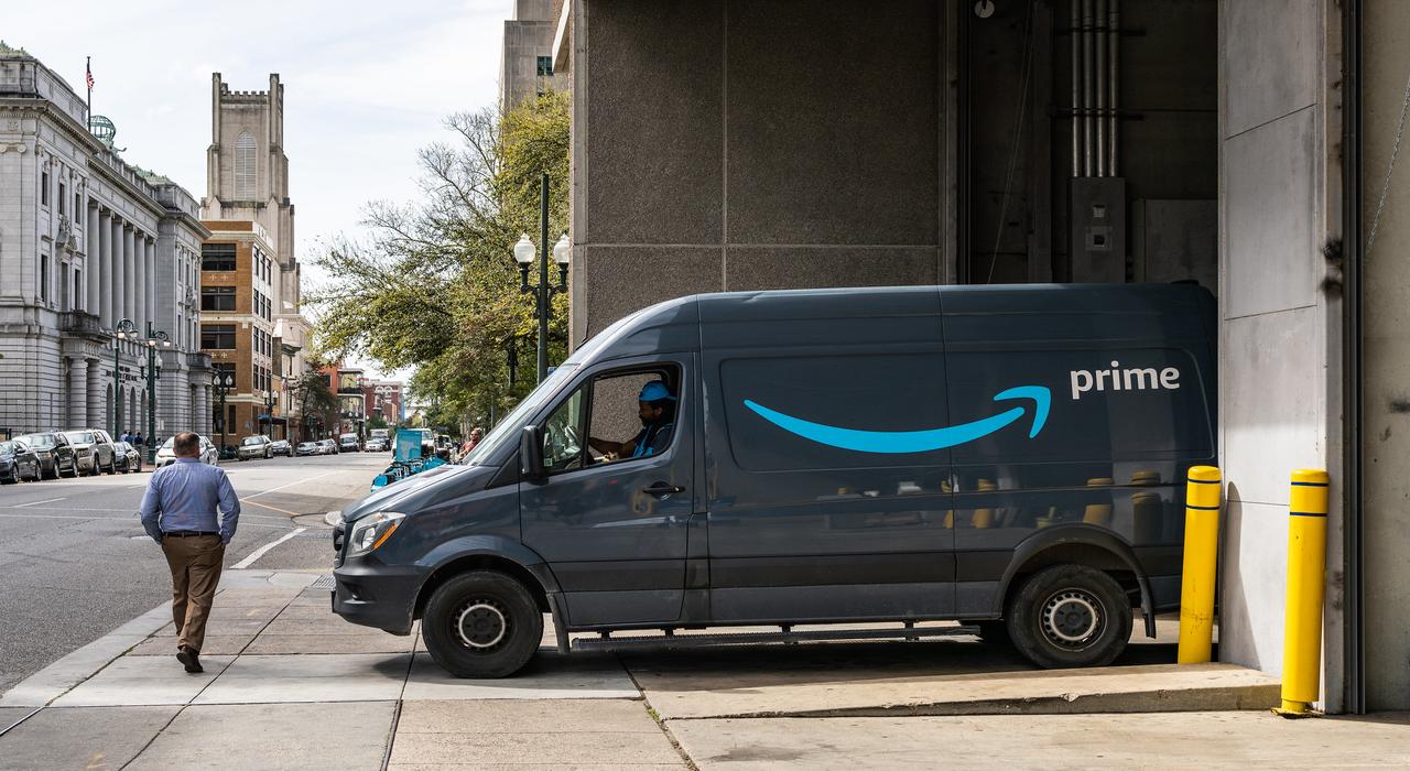 Amazon: Με αλγόριθμο κάνει τις απολύσεις των οδηγών της