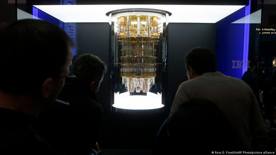 H IBM αποκαλύπτει τον πρώτο κβαντικό υπολογιστή της