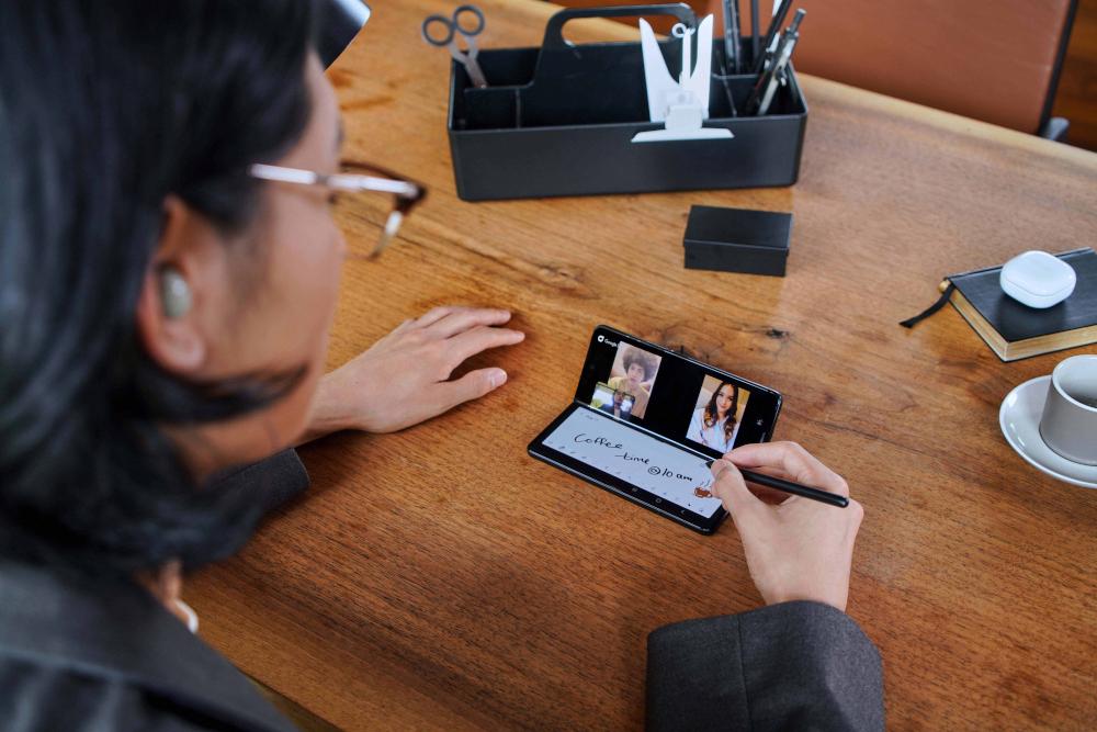 Samsung Galaxy Z Fold 3 5G: Επίσημα με under display camera
